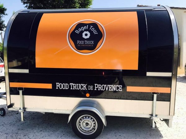 Flocage de voiture de vehicules de caravane bagel tour a avignon creation graphique flocage a avignon et les bouche du rhone vaucluse au 84000